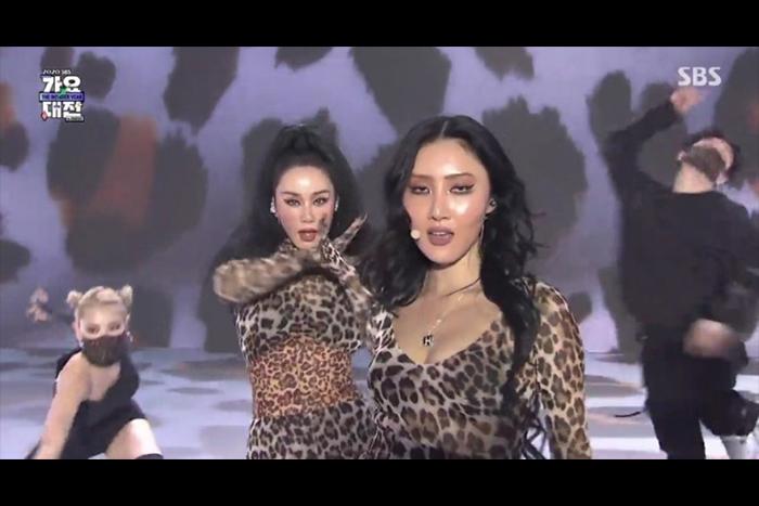 """[ 韩国普通 ] """"性感女王归来""""严正花X华莎,合作新歌《豹纹》最初公开……性感+脑碎的舞台"""